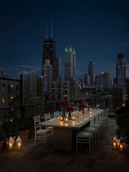 CHICAGO, IL :: Rooftop Dining Overlooking Beautiful Downtown Chicago