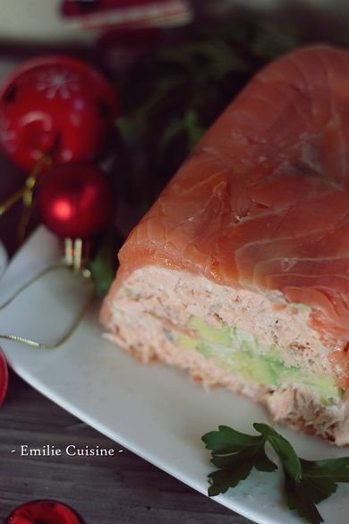 Pas d'idée d'entrée pour ses fêtes de fin d'année ? Je vous propose cette terrine de saumon et d'avocat. Elle est tout simplement ULTRA facile à réaliser, c'est frais et lèger. Ah oui j'oubliais de vous dire, elle se prépare 24h à l'avance (si c'est pas...