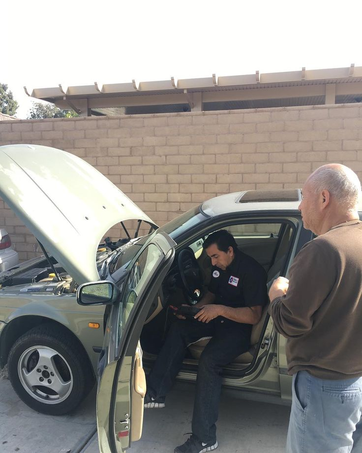 Alex using the scanner to diagnose the problem with the car. At mobile mechanics we value our customers and use every technology possible to determine the problem. - - - #entrepreneur #entrepreneurlifestyle #mobilemechanic #mechanic #hustle #motivationalquotes #motivation #calpolypomona #riverside #riversidecounty