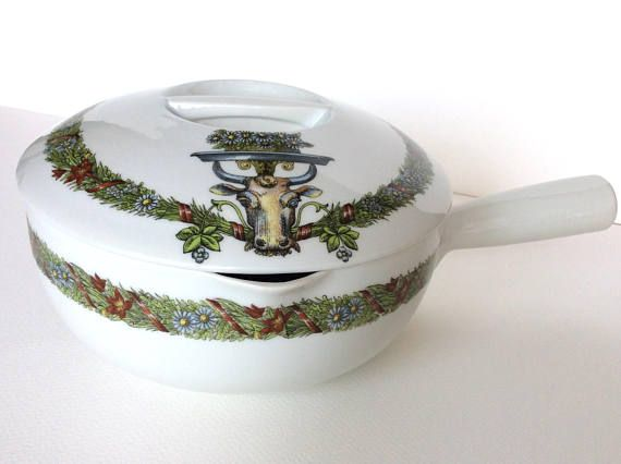 French cooking pot. Vintage oven dish. Vintage French. Vintage
