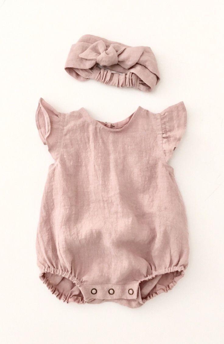 Süße handgemachte Leinen Baby Strampler & Stirnb…