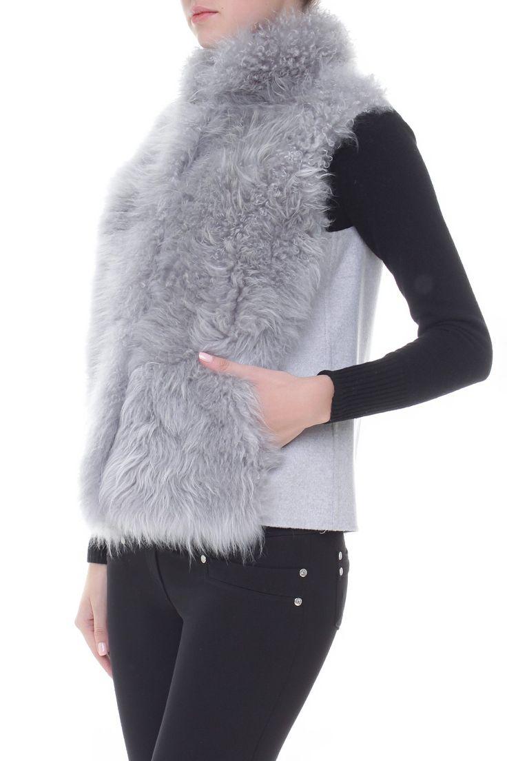 Комбинированный меховой жилет. Материал: Кашемир, мех ламы http://oneclub.ua/zhilet-22739.html#product_option14