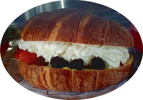 E' l'ora del Cornettone con Panna ai frutti di Bosco. Direttamente dallo Chef delle cucine di Le Terme del Colosseo