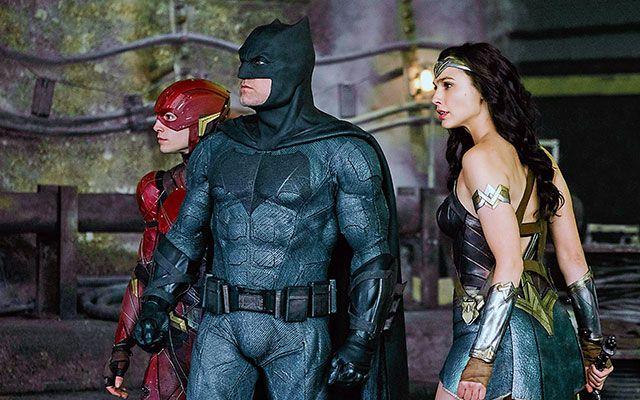 Con Justice League, la Dc dimostra di rincorrere disperatamente la Marvel. L'esito? Non proprio dei migliori. Vediamo perché!