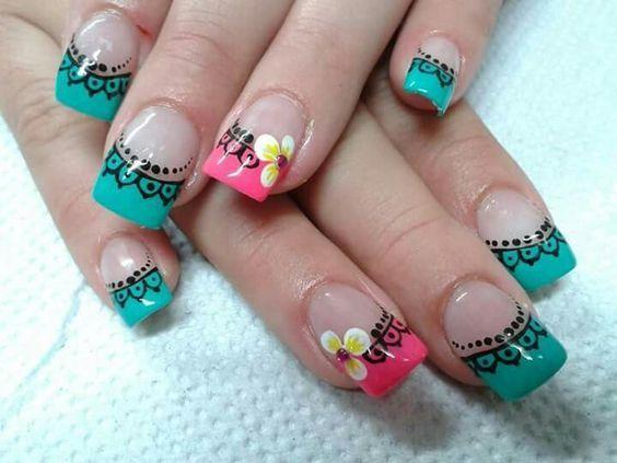 uñas decoradas con mandalas