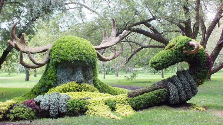 Il Montreal Botanical Garden è uno dei giardini più grandi del suo genere. Il parco, fondato nel 1931, è stato progettato dall'architetto Lucien Keroack. Qui, ogni anno, si tiene la Montreal Mosaïcultures Internationales, la più grande gara al mondo di design del gia