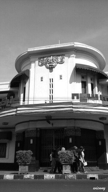 Majestic, old building, Braga, Bandung West Java Indonesia  DAAR ZAG IK HEEL VROEGER MET MIJN VADER EEN FILM MET SHIRLY TEMPEL. BIZONDERE ERVARING NU DE FOTO TE ZIEN  V.D BIOS.