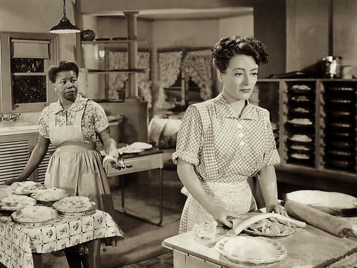 """Joan Crawford in the kitchen...in the movies...Butterfly McQueen and Joan Crawford in """"Mildred Pierce"""" (1945)"""