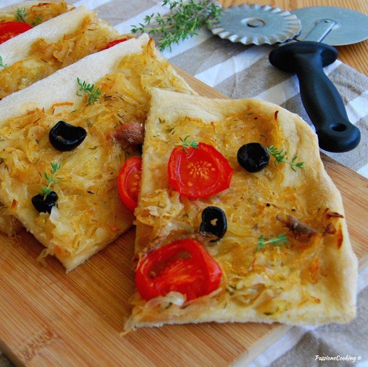 Pissaladière con cipolle e acciughe http://blog.giallozafferano.it/passionecooking/pissaladiere-con-cipolle-e-acciughe/