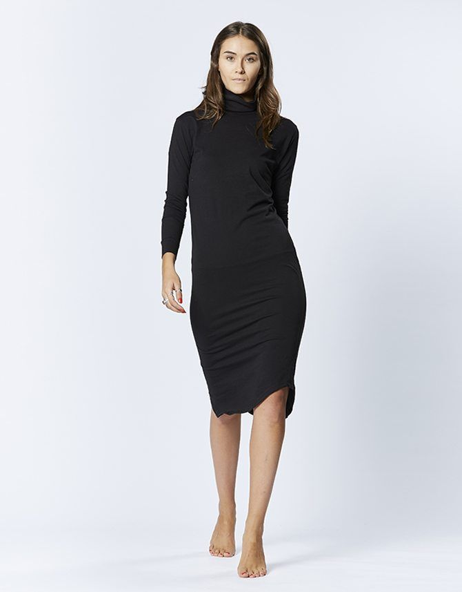 casa kuma - T/S Turtle Neck Midi Black