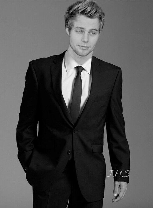 Image result for luke hemmings in a suit