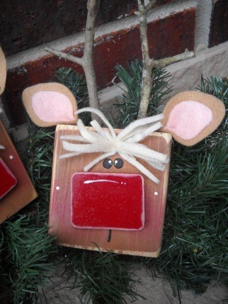 Cute reindeer for winter decoration - this is a kit you can buy, but looks easy enough to make on your own.
