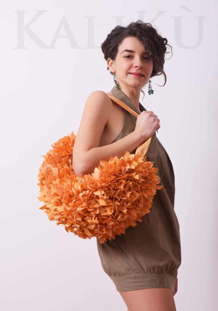 peach echo borsa fatta a mano in taffetà intrecciata con manici e tracolla  peach echo handmade bag in taffetà whit long and short handle on my shop: https://www.etsy.com/it/listing/269389051/peach-echo-borsasalmone-borsa?ref=pr_shop #handmadebag #frùfràbag #peachechobag #peachechopantone2016 #pantone2016 #springbag #etsyshop #etsy #kalikùdesign