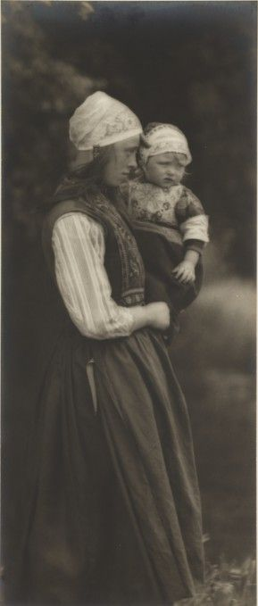 'A Dutch Girl', taken by James B B Wellington in 1901.