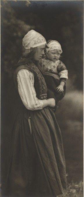 Marken. 'A Dutch Girl', taken by James B B Wellington in 1901.