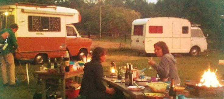 Sjabloon-groepsarrangement-retro-kampeerbusjes-kampvuur