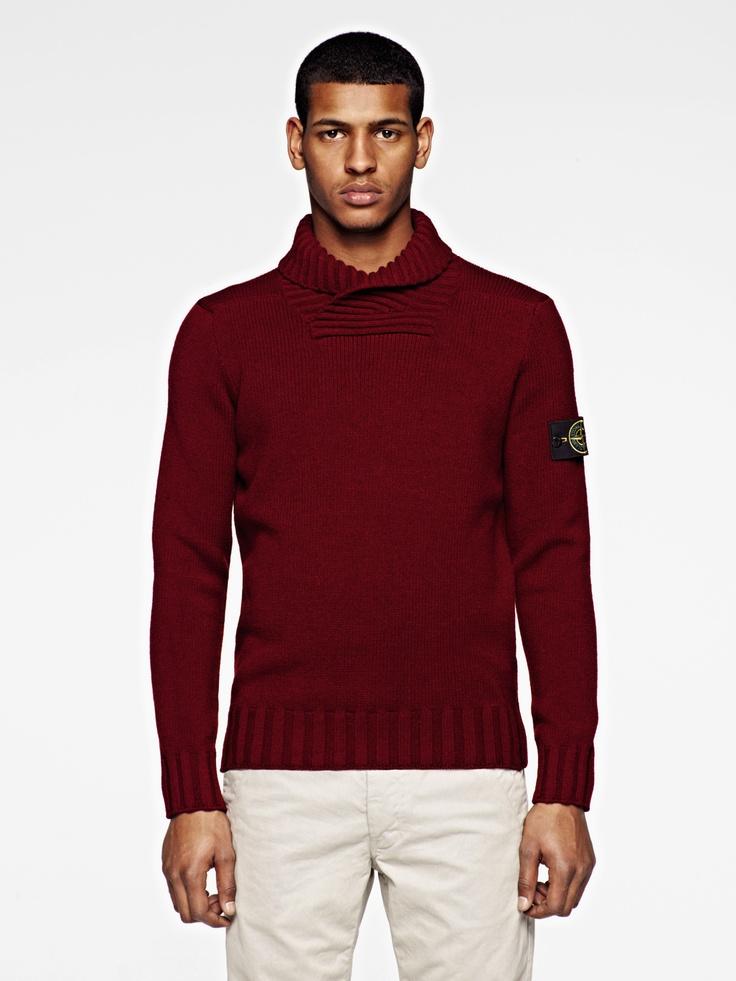 Stretch wool knit with anti pilling treatment. Ribbed bottom hem, cuffs and  shawl collar. Maglia in lana elasticizzata con trattamento anti pilling.