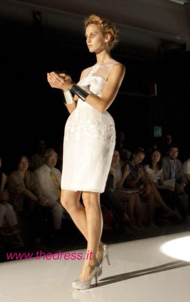 http://www.thedress.it/4566/una-moderna-giovanna-darco-per-la-sposa-david-fielden-2013/