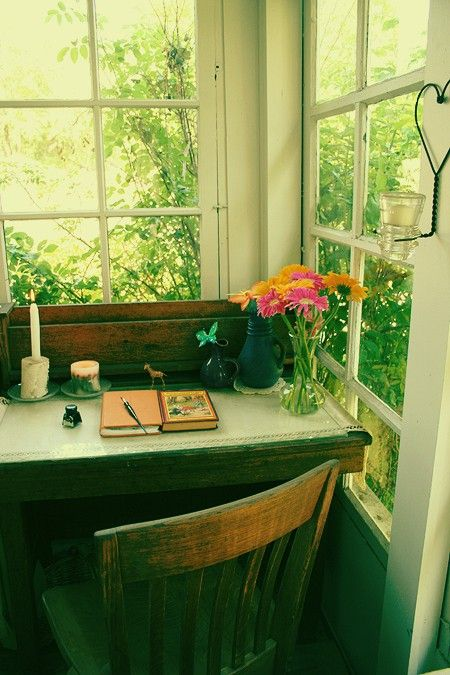 a writers space!  I NEED a space like this one day seriously!!!!  Amazing!! Throw a lovely old typewriter on that desk and it would be perfect!!Writing Desks, Corner Desks, Offices, Dreams House, Writing Spaces, Writing Corner, Writing Nooks, Windows, Writing Area
