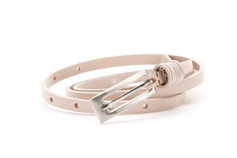 1cm wide leather belt. It has a metallic buckle and three double belt loops.