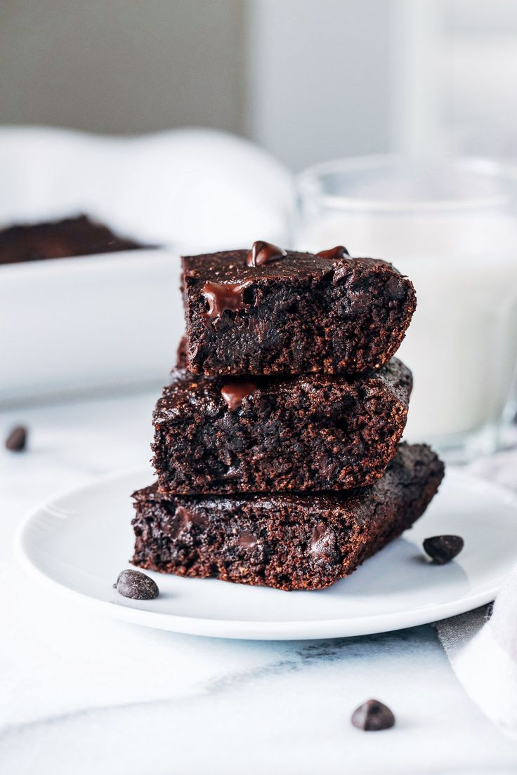 Vegan Avocado Brownies- avocado replaces oil for a fudgy brownie that's packed full of healthy fats. Refined sugar-free + less than 10 ingredients to make!