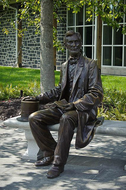Abraham Lincoln statue at Gettysburg Museum