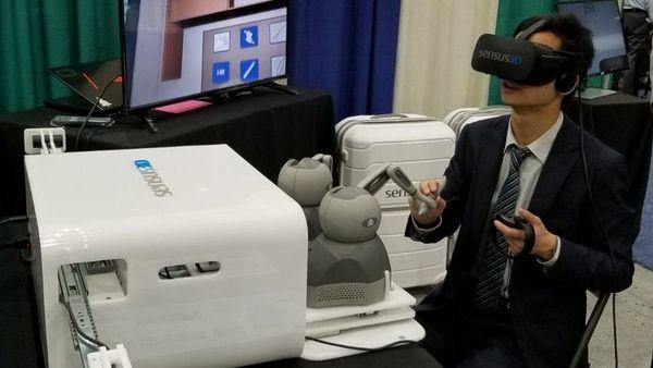 Desarrollan un simulador quirúrgico para reducir la mala praxis  Dos jóvenes ingenieros argentinos, Santiago Bestani y Santiago Racca, crearon una startup que ofrece simulaciones en realidad virtual, videos en 360° y aplicaciones interactivas para mejorar el entrenamiento de los médicos.  VER MAS