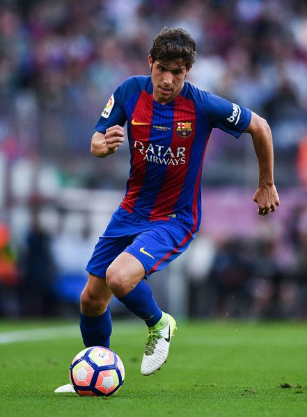 Sergi Roberto of FC Barcelona runs with the ball during the La Liga match between Barcelona and Eibar at Camp Nou on 21 May, 2017 in Barcelona, Catalonia.