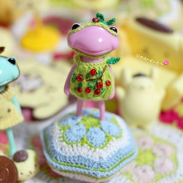 For Fortune wanda Wonderfrog clothes by deareve  No2. GreenApple ~♥ #뜨개질그램 #리멘트 #포춘완다 #아미구루미 #미니어쳐 #토이스타그램 #인형 #사과 #완다 #dollstargram #knitting #crochet #doll #toy #microcrochet #wandafrog #toystagram #microknitting #apple #rement #häkeln #wonderfrog #knitstagram #tiny #deareve #amigurumi #miniature #ミニアチュア #handmade