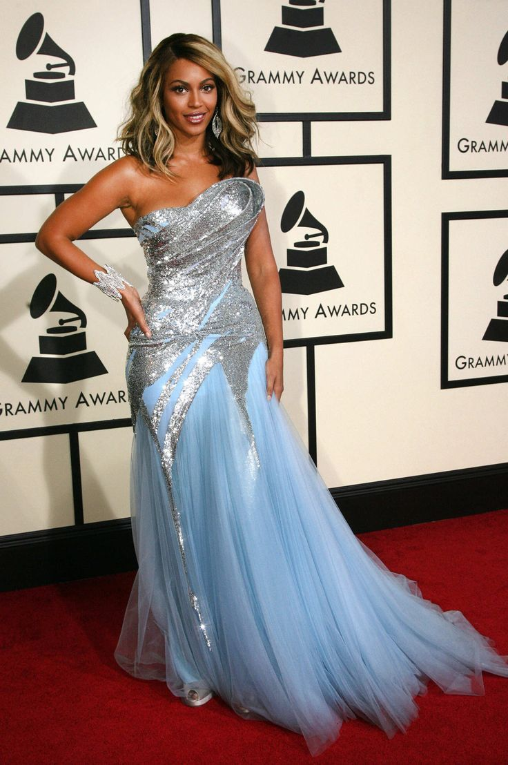 Beyonce wore a stunning dress at the Grammy Awards on February 10, 2008. #beyonce
