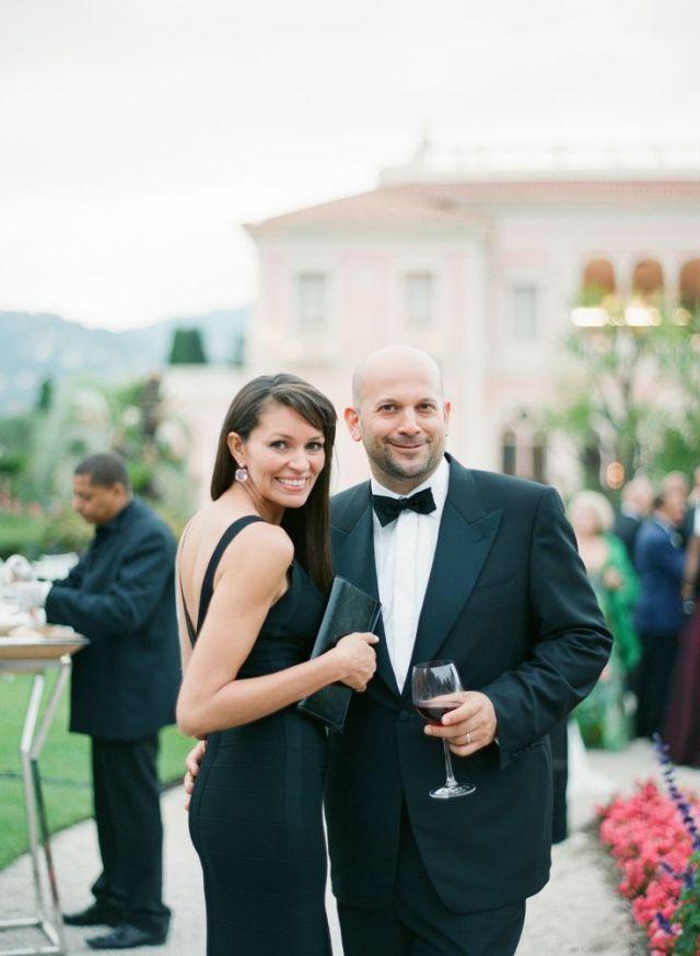 Kleed je als gasten chique in het zwart #jurken #outfit #kleding #gasten #dresscode #bruiloft #trouwen Wat trek je als gast aan naar een bruiloft? | ThePerfectWedding.nl | Fotocredit: Polly Alexandre Photography