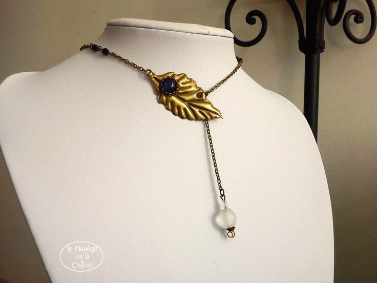 Elvish necklace, brass leaf and dark blue cabochon, cristal beads  Collier feuille de laiton couleur bronze et perles cristal et cabochon bleu nuit/noir - Collier l'Elfe cristal de la boutique LeManegeSurLaColline sur Etsy