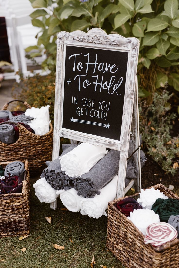ALL THE HEART EYES for this plum and burgundy velvet wedding! The beautiful deta… – Fall Wedding Decoration