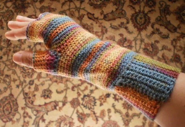 Crow Haven Cottage: Easy Fingerless Glove Crochet Pattern- For this winter.
