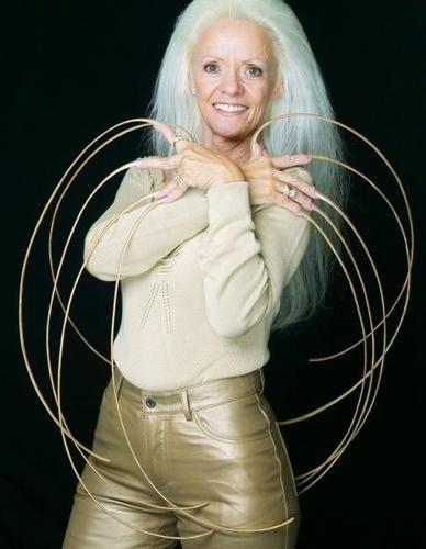 Vrouw met de langste nagels ter wereld.