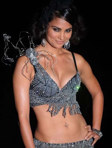 Hot lara dutta boobs