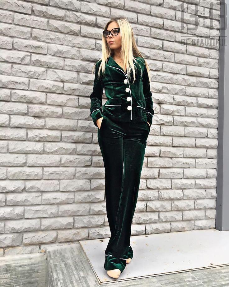 Как он сидитПижамный стиль это тренд, изумрудные цвета все больше и больше мелькают на показах и нам есть, что Вам предложить Цена:5000 рублей. : г.Казань, ул.Достоевского 53/4 СО ДВОРА, чёрная-кованная дверь, вход по лестницам! Отправляем по всему миру 89274168840 Оптовая закупка89003227575  #fashion #kazan #казань #мода #достоевского #стиль #платье #одежда #красота  #style #stylish  #me #cute #photooftheday #nails #hair #beauty #beautiful #instagood #dress #skirt  #styles #одежда…