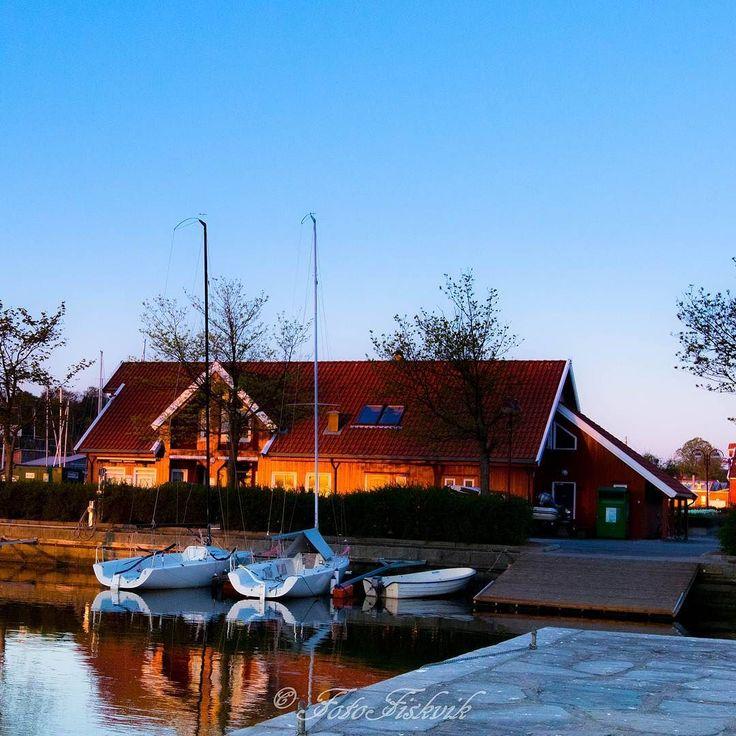 God morgen! #fotofiskvik #kristiansand #norway #fvn #godmorgenorge #nrksorlandet #kristiansandavis #mittkrs #visitnorway #2vær #nrk #visitsørlandet #visitnorway #pictureoftheday #happy #colorful #water #sailboat #guest #habor #bay #blueHour #fantastic #nice #reflection #colorful by fotofiskvik