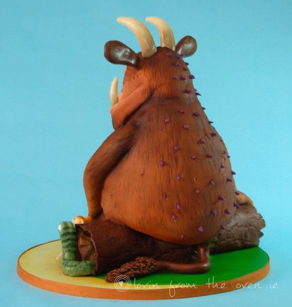 4-Year Old Can Feel How Awesome This Gruffalo Cake Is