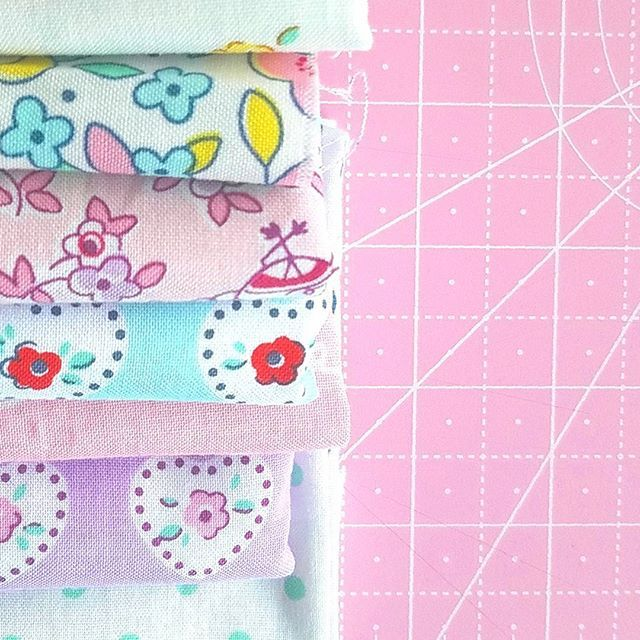 Happy weekend all! 💕🌞💕 I hope you have a wonderful weekend planned!  The heat index is over 100 around here for a bit so I hope to stay cool indoors and hopefully sew💗  #littledollyfabric #elealutz #pennyrosefabrics