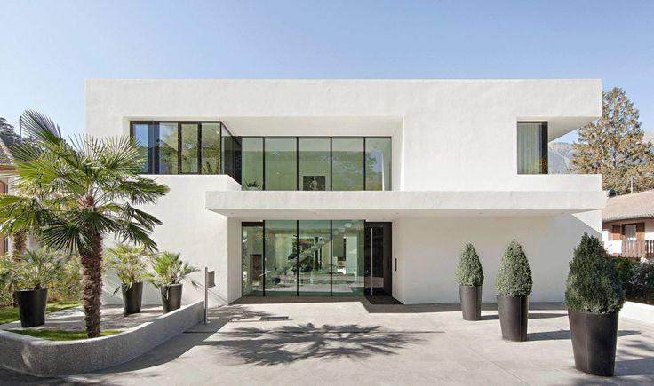 Edle Luxus Villa in Meran komplett in weiß