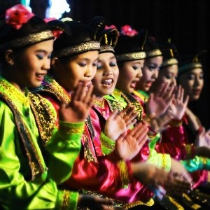TARI SAMAN, (1000 Hands Dance), originated from Aceh. Teamwork is essential here.