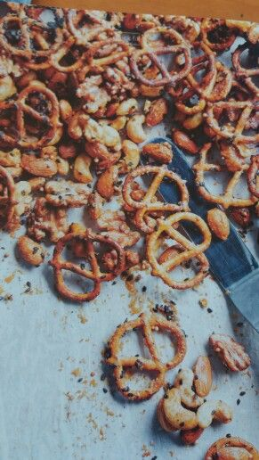 Maple and mustard pretzel nut mix DH84 p54