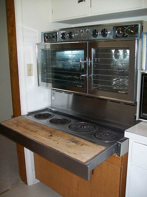 This is a Tappan Fabulous 400 juss like what my Mimi had & what my Uncle Duane uses on a daily basis since he lives in their house.  I always LOVED this stove/oven!  Mimi would let me eat on the wood part, on her pull-out step stool...  ❤️