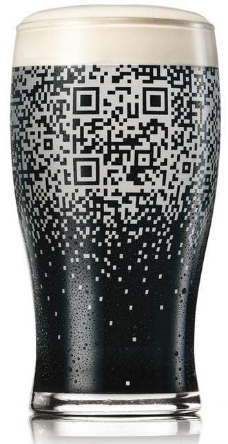 Case:QR code cup 黒ビールでお馴染みの「ギネス・ビール」がバーのお客さん達にもっと「ギネス・ビール」を好きになってもらい、彼らの話題にのぼることを意図して仕掛けたプロモーショングッズ