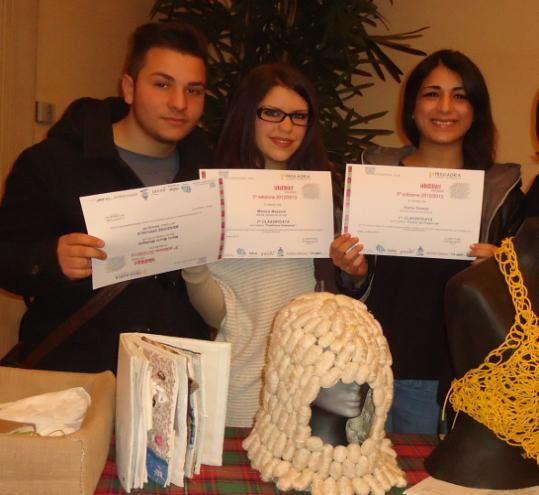 Prestigioso riconoscimento al design tessile del Max Fabiani di Gorizia Primo premio del concorso Industriare Arte Giovani 2013 Mauro Muzio Medaglia Monica Mazzoni e Aisha Gomaa