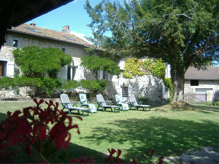 Aquitaine / Dordogne Gite Rentals in France | The middle of nowhere never looked so good! #gite #france #holiday