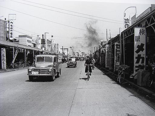 昭和30年、平塚の商店街、銀座通りです。