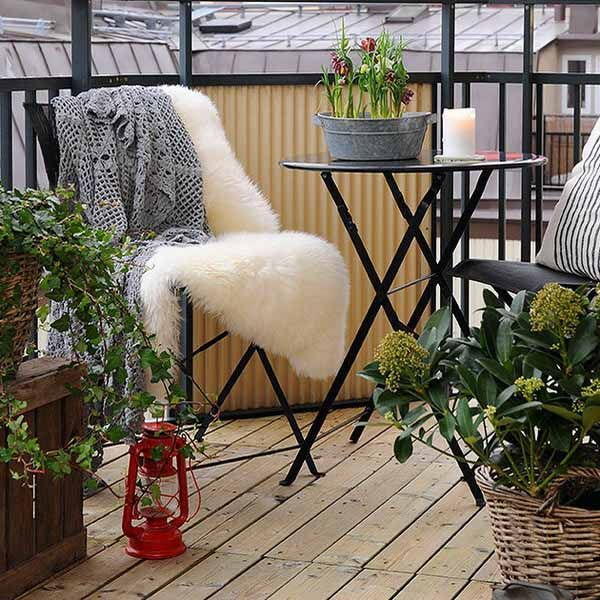 More 'small balcony space' decor ideas