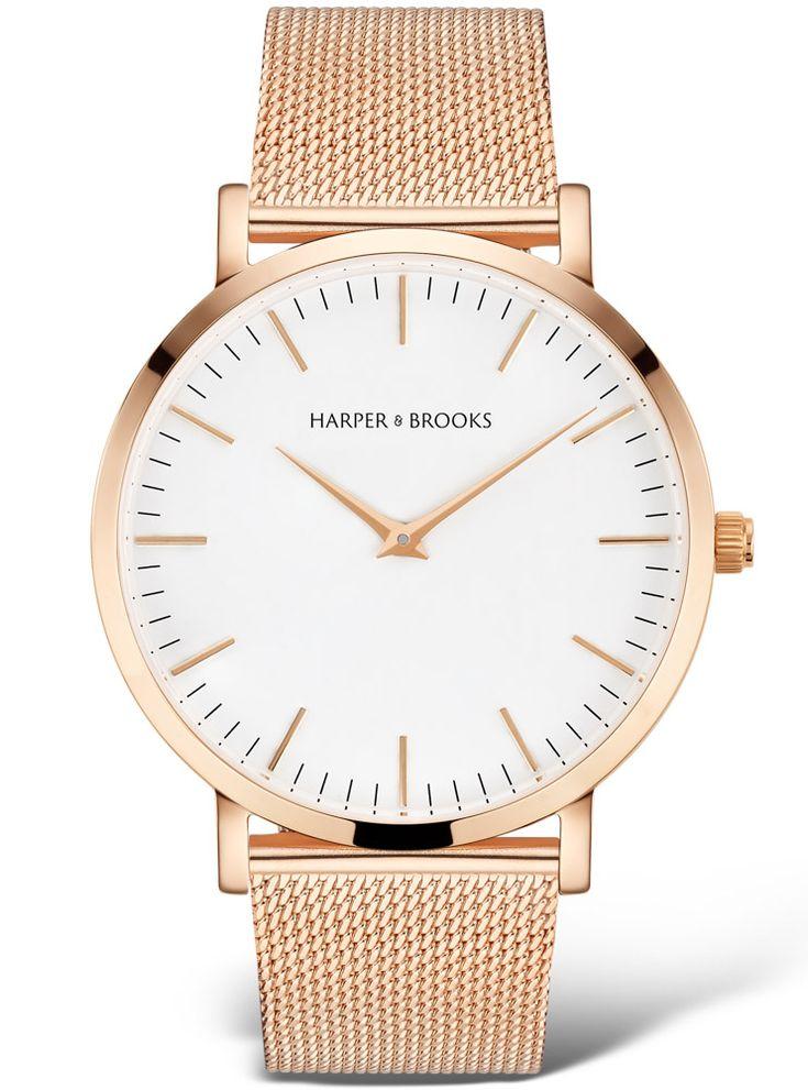 Harper & Brooks Stål Rose Gold klokke. Uret er laget i polert stål, med lekker mesh lenke i matchende farge. Diameter: 40 mm. Tykkelse: 7 mm. Urverk: Swiss Ronda 762.
